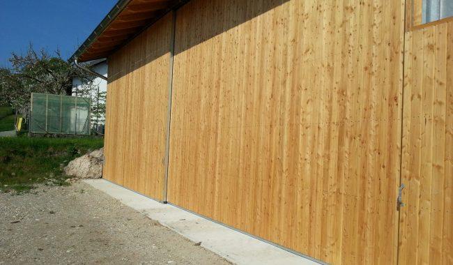 Hallenschiebetor mit einwandiger Holzfüllung