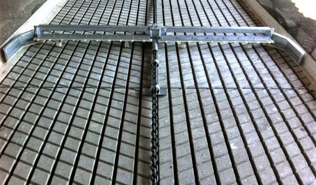 Schlitzflurschieber auf Schwarz Laufgangplatten