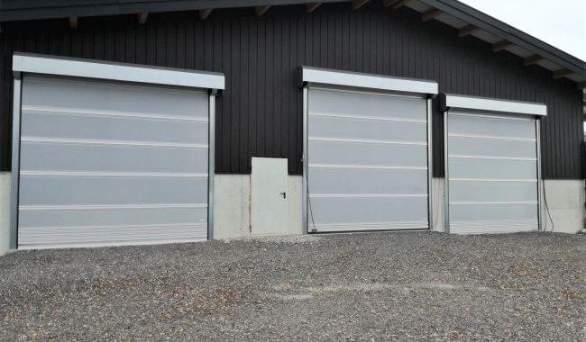 Die ADK Tore sind sehr hochwertige und stabile Rolltore, die durch Alu-Doppel-Kederprofile unterteilt sind
