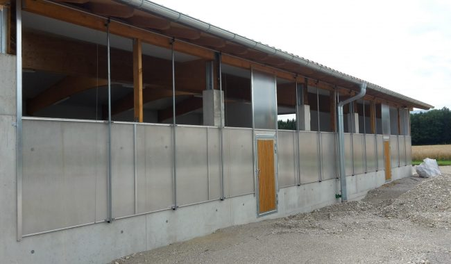 Lichtband absenkbar mit integrierter Türe